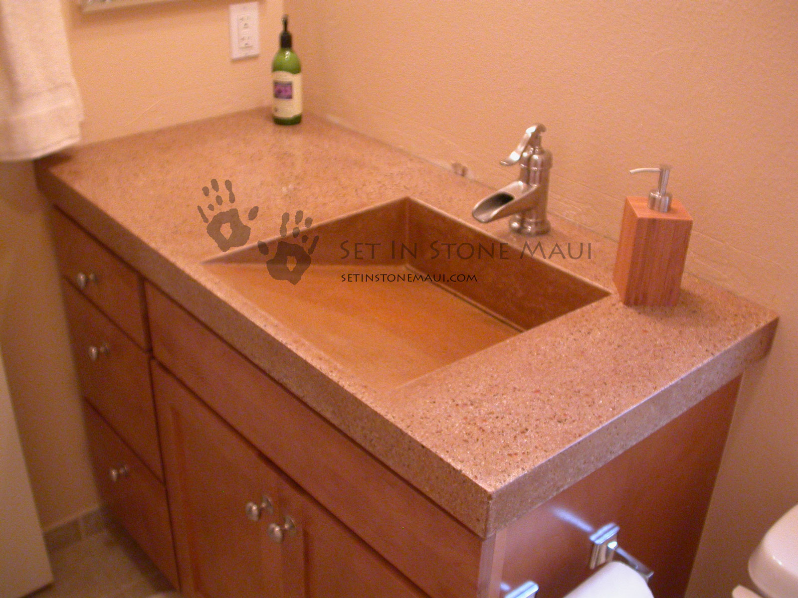 "Molded Sink, 3""in Countertop"